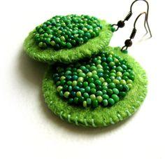 Lovely spring  handmade green felt earrings with by VesztlFanni