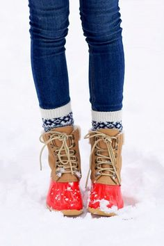 Cold Weather Fashion want the socks and bean boots Looks Style, Looks Cool, Fashion Images, Look Fashion, Fall Fashion, Preppy Fashion, Fashion Pics, Cheap Fashion, Fashion Boots