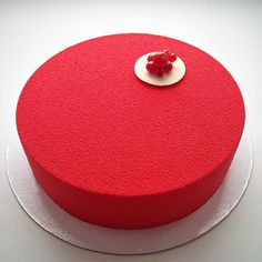 A confeiteira russa Olga faz doces que deixam os perfeccionistas em polvorosa. São bolos com uma cobertura que mais parece com vidro, fazendo com que a guloseima fique brilhante e lisinha.