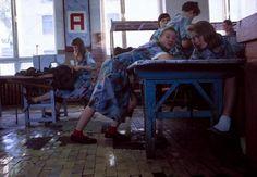 Отчаянные девяностые в объективе французского фотографа Лиз Сарфати 8