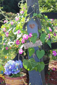 if you like garden signs this round up is for you, crafts, gardening, My Facebook Fan Rena Barkley Vance shared a great welcome sign