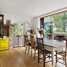 Küchen Küchenideen Küchengeräte Wohnideen Möbel Dekoration Decoration Living Idea Interiors home kitchen - Küche-Esszimmer mit Blick auf den Garten