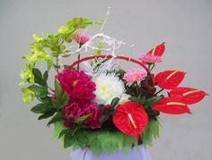 Giỏ hoa Yêu thương (500k) Flower Arrangements, Floral Wreath, Strawberry, Wreaths, Fruit, Flowers, Plants, Home Decor, Homemade Home Decor