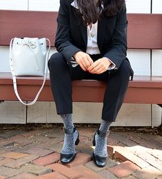 Glitzersocken mit offenen Schuhen oder Sandalen