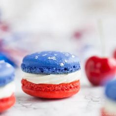 Red, White, & Blue Cherry Cheesecake Macarons Red, White, and Blue Cherry Cheesecake Macarons: so much fun for a barbecue! Loved the patriotic colors- definitely on my must-make list for Memorial Day or July Fourth Of July Cakes, Fourth Of July Food, 4th Of July Party, July 4th, Patriotic Desserts, 4th Of July Desserts, Blue Desserts, Oreo Desserts, Easter Desserts