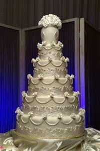 The wedding cake is one of the most iconic symbols of matrimony throughout many cultures. Makes yours unique to you, and inspired by the theme of your wedding.