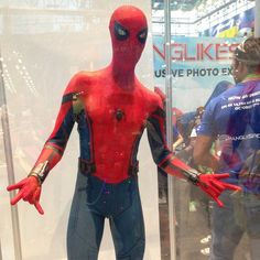 Spiderman Homecoming  #nycc #nycc17 #newyorkcomiccon #cosplay #comicbooks #superheroes #supervillains #jacobjavitscenter #comiccon2017 #spidermanhomecoming #spiderman #marvel