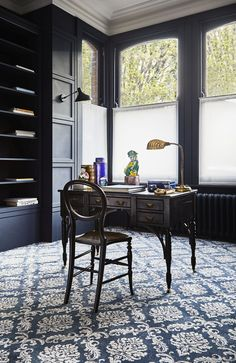 The Beauty of Blue In Your Home & How To Use It, Blue especially Navy blue conveys a feeling of trust and authority which makes it perfect for formal settings such as home studies/offices. Navy Blue Decor, Dark Home Decor, Built In Cupboards, Dark Interiors, Cottage Interiors, Blue Rooms, Home Trends, Formal Living Rooms, Home Office Design