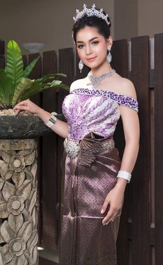 Cheongsam, Hanfu, Thai Dress, Khmer Wedding, Traditional Wedding Dresses, Wedding Costumes, Sari, Asian, Culture