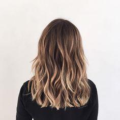 Beachy contrast  Color: @kccarhart Cut: @styledbylizsustaita  #ombre #hairgoals #behindthechair #beachhair #modernsalon #highlights #hairinspo