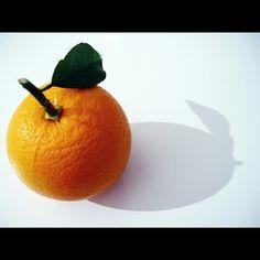 وصلنا لﻷسبوع السادس في مشروعنا، ومجموعة اصدقائنا تزداد يوما بعد يوم ^_^ سيكون موضوع صورتنا لهذا اﻷسبوع هو:  برتقالي- orange   ﻻ يوجد اي مواصفات خاصة او شروط، سوى ان تحتوي الصورة على شئ ما لونه برتقالي، ويكون ظاهراً بشكل واضح بحيث ﻻيطغى عليه اي لون آخر في الصورة.  الوسوم الخاصة بهذا اﻷسبوع هي: #برتقالي #Orange  الموعد:  البداية من يوم اﻹربعاء 5-2-2014 وحتى يوم الثلاثاء 11-2-2014     والقواعد العامة هي نفسها: - ان تكون الصورة التقطت من قبلك خلال الفترة المحددة في اﻷعلى. -اﻻلتزام بالموضوع… Orange, Fruit, The Fruit