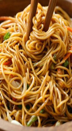 Awesome noodle dish for dinner. and Drink soy sauce Soy Sauce Noodles Mie Noodles, Soy Sauce Noodles, Hibachi Noodles, Spicy Thai Noodles, Asian Noodles, Asian Noodle Recipes, Asian Recipes, Ethnic Recipes, Vegetarian Recipes