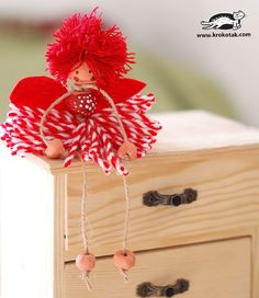 How to Make Yarn Dolls Candy Crafts, Yarn Crafts, Sewing Crafts, Diy And Crafts, Crafts For Kids, Diy Christmas Ornaments, Christmas Crafts, Yarn Dolls, Navidad Diy