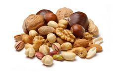 Las nueces y semillas son ricas en vitamina A y E, componentes que desaceleran el proceso de envejecimiento protegiendo la piel del daño del sol, manteniéndola hidratada.