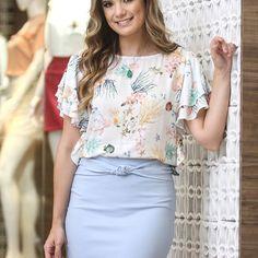 Aquela saia desejo, simples e que deixa o look ainda mais elegante, com o top estampado super delicado! Em look da linda @arianecanovas #coolhit #estampa #summer #verao