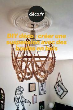 Vous cultivez l'envie de changer vos luminaires, avez-vous pensé à les fabriquer de vos propres mains ? Justement, voici un DIY lumineux capable de vous aider à créer une ambiance chaleureuse et tendance dans n'importe qu'elle pièce de la maison. Découvrez sans attendre comment fabriquer une suspension ornée de perles en bois. Voici, Origami, Chandelier, Ceiling Lights, Home Decor, Warm, Diy Room Decor, Lighting, Envy