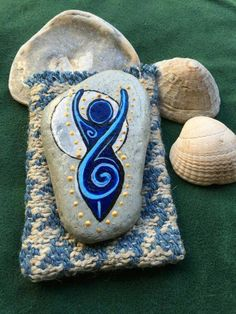 (notitle) - 1 to sell - Damenhandtaschen Pebble Painting, Pebble Art, Stone Painting, Goddess Symbols, Goddess Art, Stone Crafts, Rock Crafts, Talisman, Wiccan Crafts