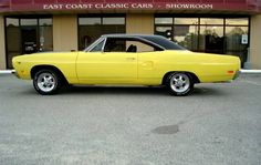 1970 Plymouth Roadrunner.... what fun we had in that car, can still remember that first day at the track......