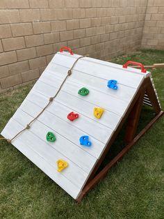 Kids Outdoor Play, Kids Play Area, Backyard For Kids, Backyard Projects, Outdoor Projects, Diy For Kids, Natural Playground, Backyard Playground, Climbing Wall Kids