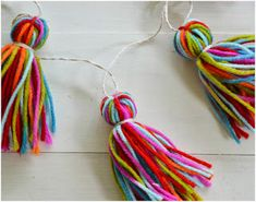 DIY Yarn Tassel Garland for kids room decoration Bunting Garland, Tassel Garland, Tassels, Buntings, Mantle Garland, Yarn Crafts, Diy And Crafts, Crafts For Kids, Arts And Crafts