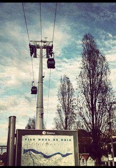 Descubriendo Oporto: el Teleférico de Vila Nova de Gaia, ¿subimos o no? #turismo #Portugal Portugal, Places To Go, Sabbatical, Cable, Tourism, Port Wine, Transportation, Cabo, Cords