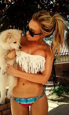 I want this swim suit.. and that wittle pupppyy!