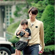 Oh! My Baby : Filming - Kai carrying Taeoh