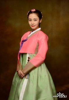 Hong Soo hyun in hanbok Korean Traditional Dress, Traditional Dresses, Korean Dress, Korean Outfits, Jang Ok Jung, Modern Hanbok, Yoo Ah In, Korean Wedding, Summer Outfits For Teens