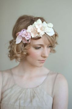 Wedding headband / romantic pink - reminds me of a nymph one would expect to find dancing about in a forest meadow. Wedding Headband, Curly Wedding Hair, Short Curly Hair, Short Hair Cuts, Curly Hair Styles, Short Wavy, Curly Bob, Wedding Curls, Short Curls