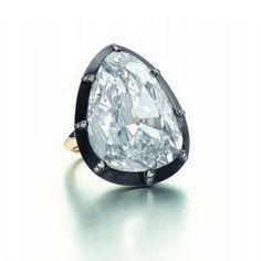 O anel faz parte da história do homem mesmo antes do nascimento de Cristo. Uma das primeiras referências que se tem deste adorno foi feita por Aristóteles, no ano de 350 a.C. O filósofo grego menci…
