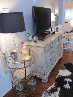 Vintage dresser as TV stand - great idea. Also like the martini table that doubles as an end table