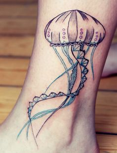 Jellyfish tattoo on the ankle/leg | Capitaine Plum in Brussels http://capitaineplum.blogspot.be
