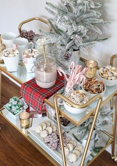 Creative Christmas Bar Cart Ideas for Holiday Entertaining Styling a Hot Cocoa Bar Cart Bar Cart Decor, Bar Cart Styling, Gold Bar Cart, Tea Cart, Hot Cocoa Bar, Hot Chocolate Bars, Vegan Chocolate, Chocolate Recipes, Christmas Inspiration