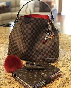2020 New Collection For Louis Vuitton Handbags, LV Bags to Have. Source by haalidawn Bags 2020 Luxury Handbags, Louis Vuitton Handbags, Fashion Handbags, Purses And Handbags, Fashion Bags, Cheap Handbags, Cheap Bags, Handbags Michael Kors, Fashion Trends