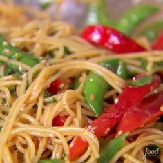 Recipe of the Day: Inas Crunchy Noodle Salad Ina coats thin spaghetti in a sweet-pungent dressing made from rice vinegar, soy sauce, honey, ginger and peanut butter. Fresh vegetables add color and crunch — fitting for an outdoor gathering. Healthy Dinner Recipes, Vegetarian Recipes, Cooking Recipes, Potluck Recipes Summer, Healthy Noodle Recipes, Rice Noodle Recipes, Rice Noodle Soups, Asian Noodle Recipes, Rice Noodles