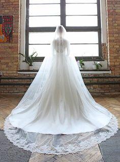 dress: Lukáš Kimlička