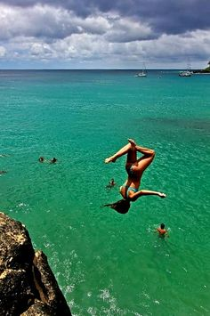 Woman takes a summersault flip dive off a cliff into the water in this terrific action photo. Cliff Diving, Cliff Jump, Sea Cliff, Jolie Photo, Adventure Is Out There, Adventure Couple, Adventure Awaits, Waves, Strand