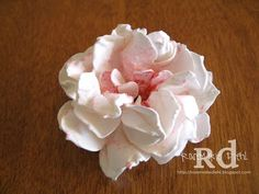 Rose's World: Peony Flower Tutorial! Peonies are my favorite flower! This is lovely! Rose's World: Peony Flower Tutorial! Peonies are my favorite flower! This is lovely! How To Make Paper Flowers, Paper Flowers Diy, Fake Flowers, Flower Cards, Handmade Flowers, Fabric Flowers, Fresh Flowers, Flores Diy, Paper Peonies