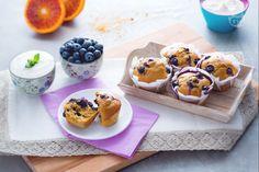 I muffin al farro sono dei soffici dolcetti per la merenda di grandi e piccini, realizzati con una farina alternativa, mirtilli e yogurt di soia!