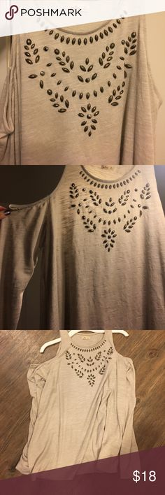 Hollister cream long-sleeved cutout shoulder top Long sleeved top with cut out shoulders and crystals. Super fun and very cute on! Hollister Tops Tees - Long Sleeve