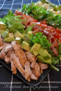 Täyttävä ja herkullinen Cobbin salaatti Hollywoodista Cobb Salad Gluten Free Donuts, Gluten Free Recipes, Healthy Recipes, Food N, Food And Drink, Skinny Taco Dip, Finnish Recipes, Clean Eating, Healthy Eating