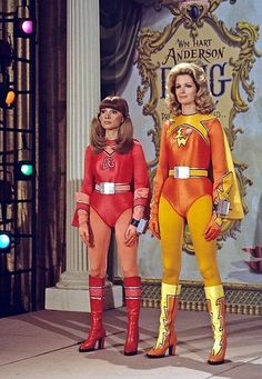 "Electra Woman and Dyna Girl TV Series (U.The adventures of two female superheroes"" Girls Tv Series, Sci Fi Tv Series, Dance Hip Hop, Rare Comic Books, Hero Tv, Star Trek, Tv Girls, Classic Sci Fi, Space Girl"