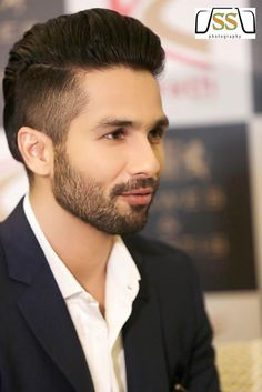 Embedded image permalink Beard Trimming Styles, Beard Styles For Men, Hair And Beard Styles, Hair Styles, Indian Hairstyles Men, Boy Hairstyles, Mens Facial, Shahid Kapoor, Men Photography