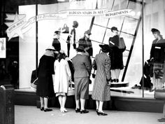 Shoppers at David Jones' Sydney store on 30 May Old Photos, Vintage Photos, Australian Continent, The 'burbs, Sydney City, As Time Goes By, Historical Images, History Photos, Aussies