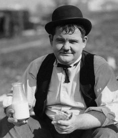 Oliver Hardy lunch break during The Finishing Touch (1928)