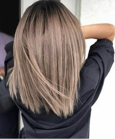 50 chic and trendy straight bob hairstyles and colors that .- 50 schicke und trendige Straight Bob-Frisuren und Farben, die besonders aussehen… 50 chic and trendy straight bob hairstyles and colors that look special – balayage – - Straight Bob Haircut, Long Lob Haircut, Fall Hair Trends, Summer Trends, Brown Blonde Hair, Dark Blonde Hair Color, Short Brown Hair, Balayage Brunette, Blonde Brunette