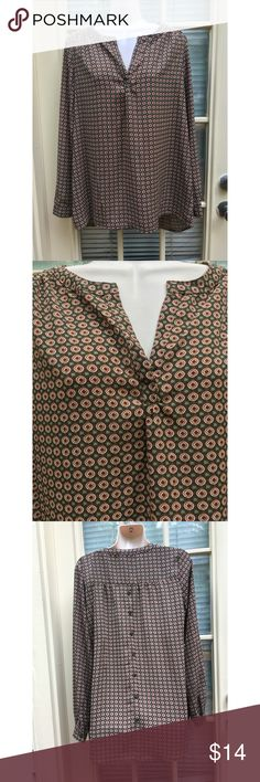 ✨ Nordstroms chiffon flowy patterned top - Nordstroms Pleione Chiffon Patterned Top - Gorgeous chiffon blouse from Nordstroms - Purchased and only worn once  - Green, red, and white gorgeous pattern throughout  - Very flattering v-neck  - Buttons on back for extra design  - Long sleeved but light weight, very flowy - Perfect for a night out or for the office! Very versatile  - Brand: Nordstroms/ Pleione  - Size: S  *20% off 2+ * Make me an offer!! Pleione Tops Blouses