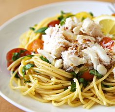 Dungeness Crab Lemon Basil Pasta This recipe is sooooo good. Although I've only had the pleasure of substituting shrimp for the Dungeness crab. Seafood Dishes, Pasta Dishes, Seafood Recipes, Pasta Recipes, Cooking Recipes, Cooking Ideas, Lemon Spaghetti, Lemon Pasta, Crab Spaghetti