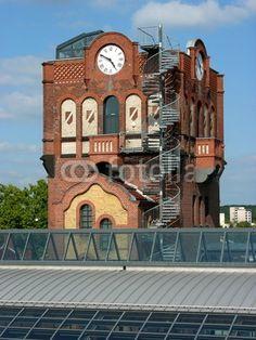 Turm mit Uhr im ehemaligen Schlachthof in Offenbach am Main in Hessen