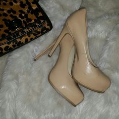 Kelsi Dagger Nude Pumps! Great nude pumps, about 5 inches, barely worn, very comfortable! Kelsi Dagger Shoes Heels
